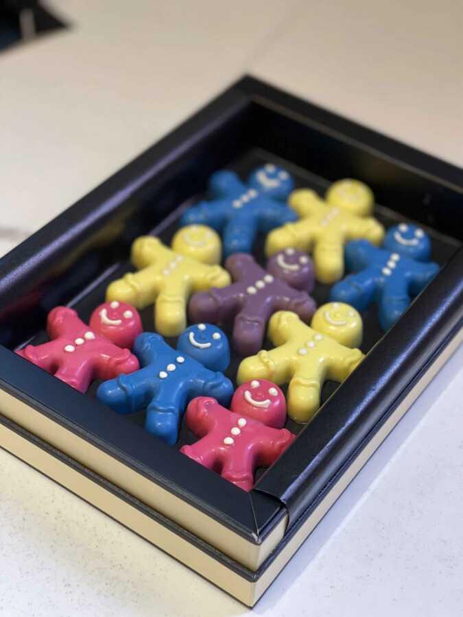 9'lu Çocuklara Özel Renkli Minik Adam Çikolata