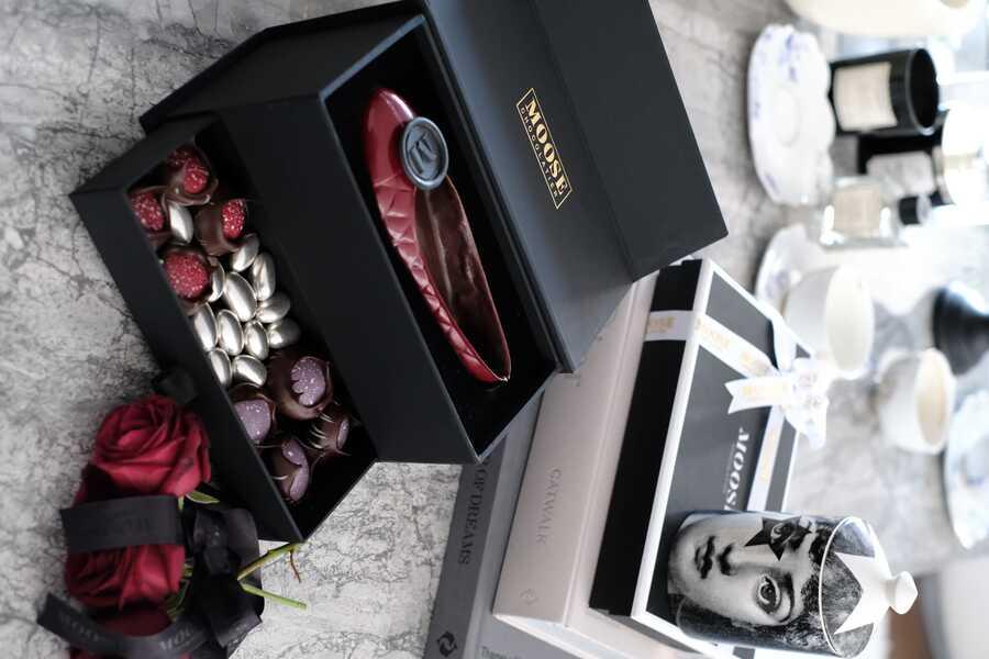 Kırmızı Babet Galaxy Serili Çikolata Kutusu